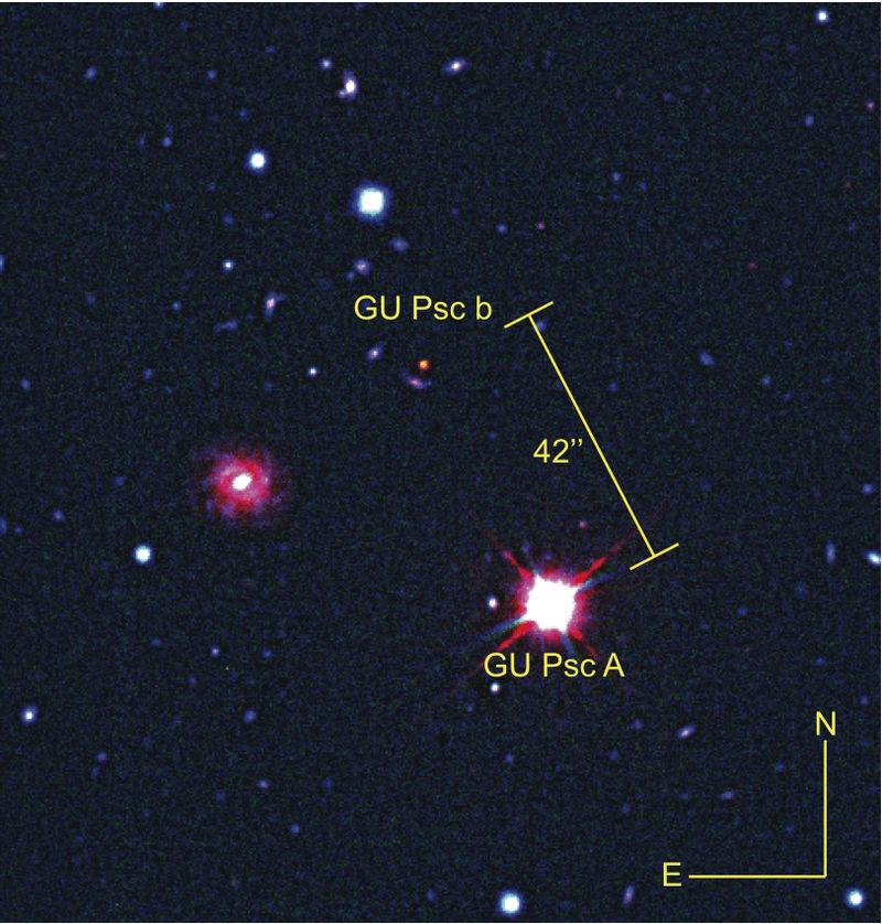 Esta es posiblemente la imagen más increíble de un planeta extrasolar, el compañero de la estrella GU Piscium.  La imagen combina una fotografía en visible y una en infrarrojo en la que se ve el planeta. El planeta, con cerca de 4 veces la masa de Júpiter esta a una distancia de su estrella mayor de 2,000 veces la distancia de la Tierra al Sol y su año dura 163,000 años terrestres (Crédito: NASA, Marie-Eve Naud et al, Gemini Observatory)