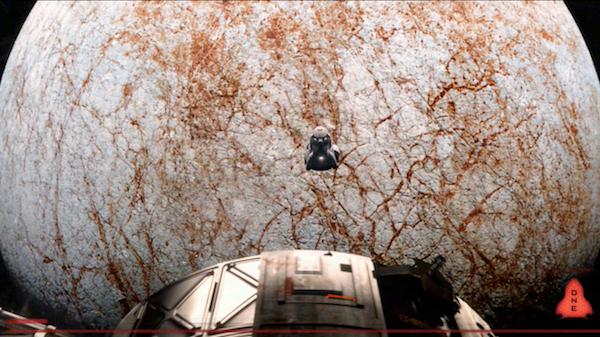 La ciencia ficción ha imaginado la llegada de naves tripuladas a las cercanías de Júpiter y sus lunas, peligrosamente cerca de los cinturones de radiación.  Arriba: imagen del clásico de ciencia ficción, 2010, secuela de 2001: una Odisea Espacial; en la película se muestra incluso una caminata espacial sobre la superficie de Io.  Abajo: imagen de la reciente película Europa Report.  En esta se trata con mayor precisión el tema de la protección contra la radiación en la superficie de la expuesta luna