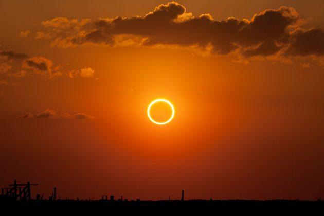 En unos 450 millones de años y debido al continuo alejamiento de la Luna, todos los eclipses solares serán anulares.  Foto tomada de: http://www.americaneclipse2017.org/annular-solar-eclipse-2017/