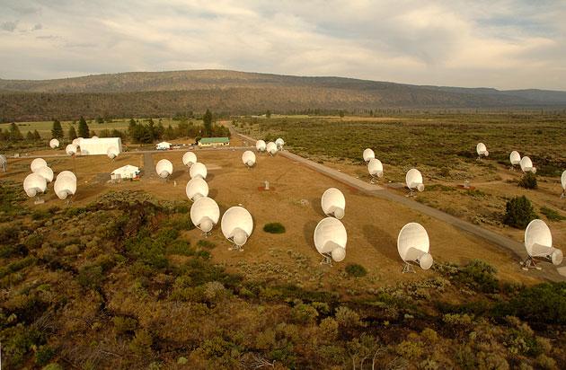 El Allen Telescope Array (ATA) del SETI Institute también participó de las observaciones del domingo 16 de julio de 2017 para resolver el misterio de la señal de Ross 128.  Crédito: ATA/SETI Institute