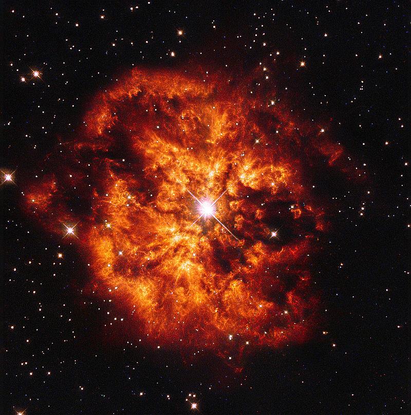 Imagen del telescopio espacial Hubble de la nebulosa M1-67 alrededor de la estrella Wolf-Rayet WR124. La nebulosa está formada por la masa expulsada por la estrella en las últimas fases de su vida. WR124 afortunadamente está a más de 15.000 años-luz del sistema solar y no es visible a simple vista. Crédito: ESA/Hubble