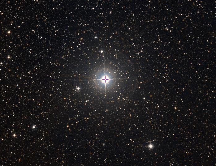 La estrella nu Cep (nu Cefei) es posiblemente la estrella más lejana visible a simple vista. Su distancia es de 6750 años-luz y su magnitud aparente es de +4.83. Como todas las estrellas a simple vista nu Cep está también vivita y coleando. Crédito: VizieR/Aladin