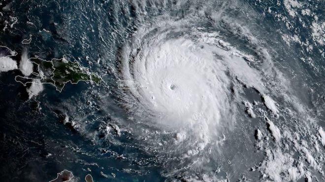 Imagen del gigantesco y poderoso huracán Irma que abatió el norte del Caribe en los primeros días de septiembre de 2017. La energía para un fenómeno como este viene exclusivamente de la luz solar que cae sobre el océano Atlántico en el verano. Crédito: NOAA