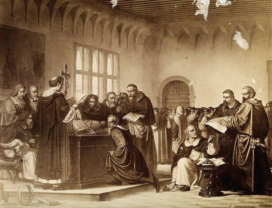 Galileo abjura ante la Inquisición católica de sus opiniones sobre el movimiento de la Tierra.  La leyenda cuenta que antes de salir del recinto dice entre dientes Eppur si muove (sin embargo se mueve).  Fuente: http://bit.ly/341Sies